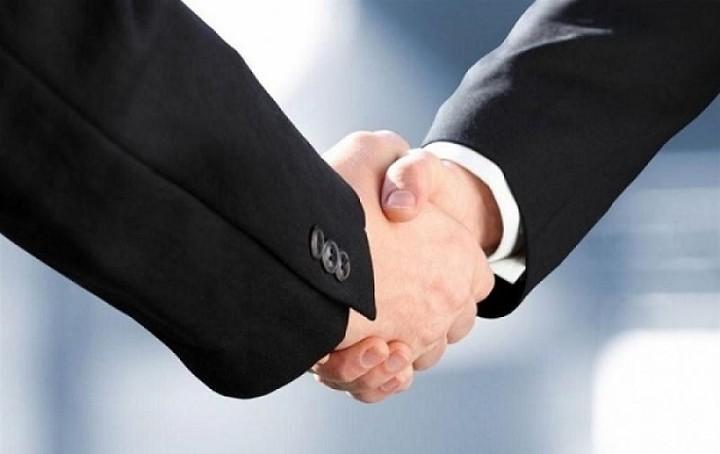Ποιες τρεις χρηματιστηριακές εταιρείες δίνουν τα χέρια