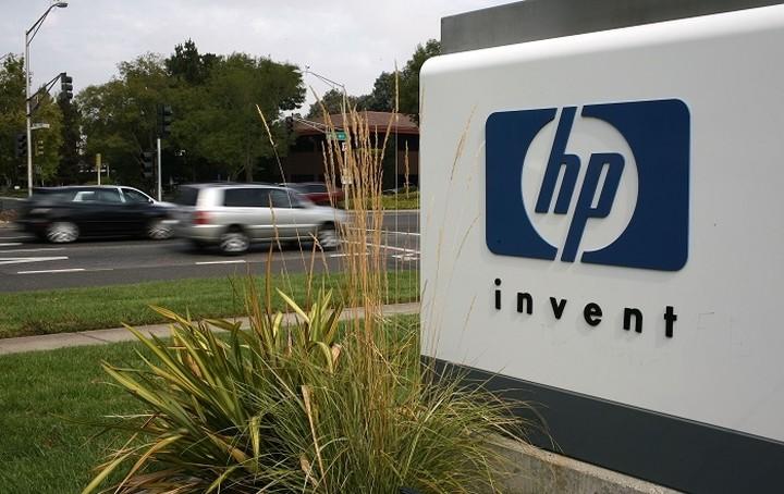 Ποιος και γιατί «σέρνει» στα διακαστήρια την HP
