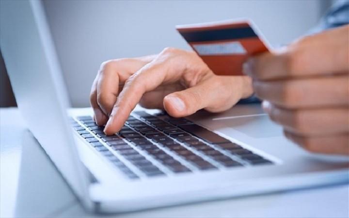 Τα υπέρ και τα κατά της πληρωμής των φόρων με κάρτα