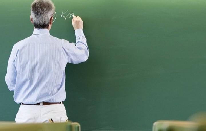 Πόσοι και ποιοι εκπαιδευτικοί κινδυνεύουν να μην πάρουν σύνταξη