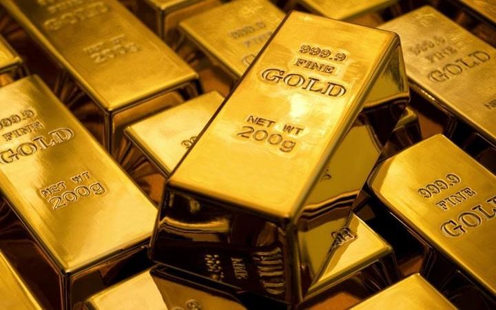 Υποχώρησε ο χρυσός καθώς ενισχύεται το δολάριο