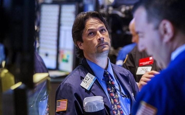 WS: Απώλειες στον απόηχο της Fed με πιέσεις από αργό