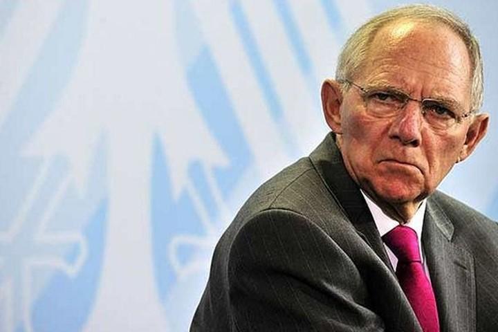"Handelsblatt: Τα επιτόκια του Ντράγκι ""σώσανε"" τον Σόιμπλε"