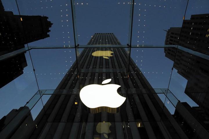 """""""Έσωσε"""" τη μέρα η Apple - Ιστορικό υψηλό ο Nasdaq"""