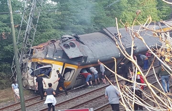 Εκτροχιασμός τρένου στην Ισπανία- Τουλάχιστον τέσσερις οι νεκροί