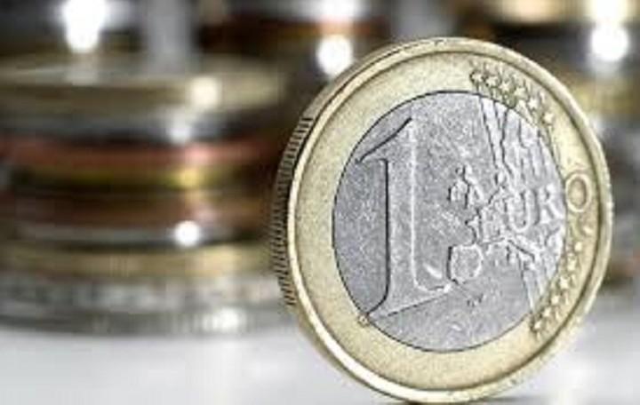 Κέρδη σημειώνει το ευρώ έναντι του δολαρίου