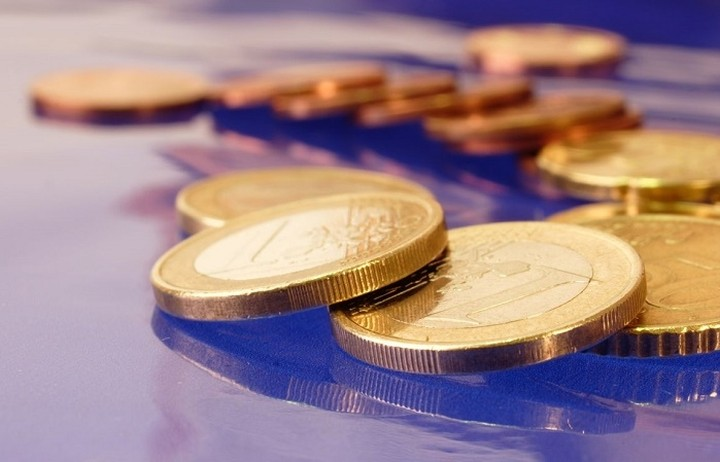 Μικρές απώλειες για το ευρώ