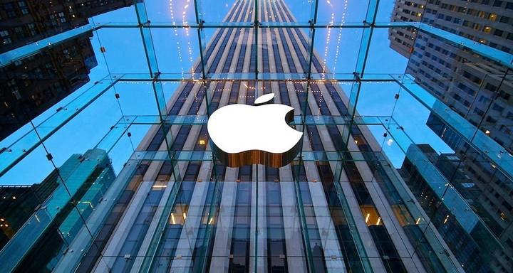 """Κέρδη στη Wall Street με """"οδηγό"""" την Apple"""