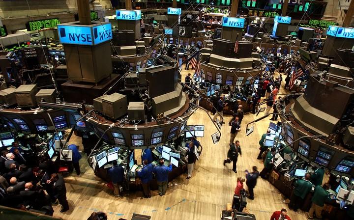 WS: Πετρέλαιο και μάκρο περιόρισαν τα εβδομαδιαία κέρδη