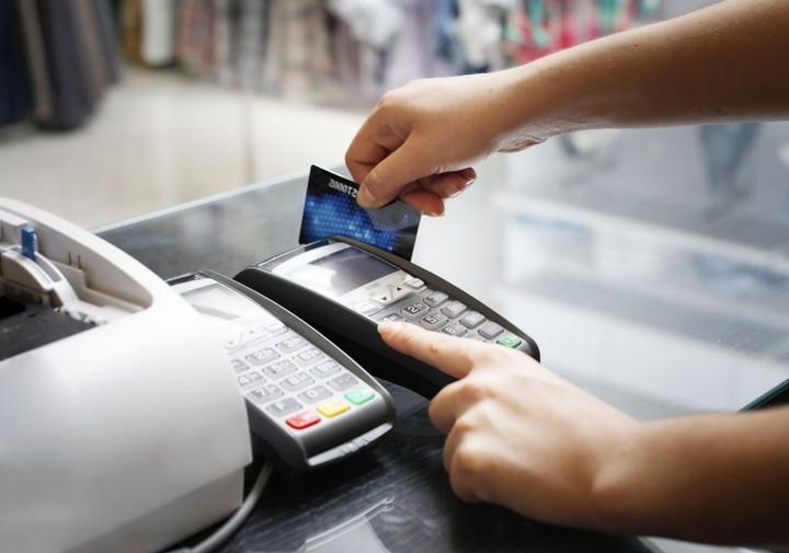 Πληρώστε με κάρτα και κερδίστε σπίτια, αυτοκίνητα και τα… ψώνια της ημέρας