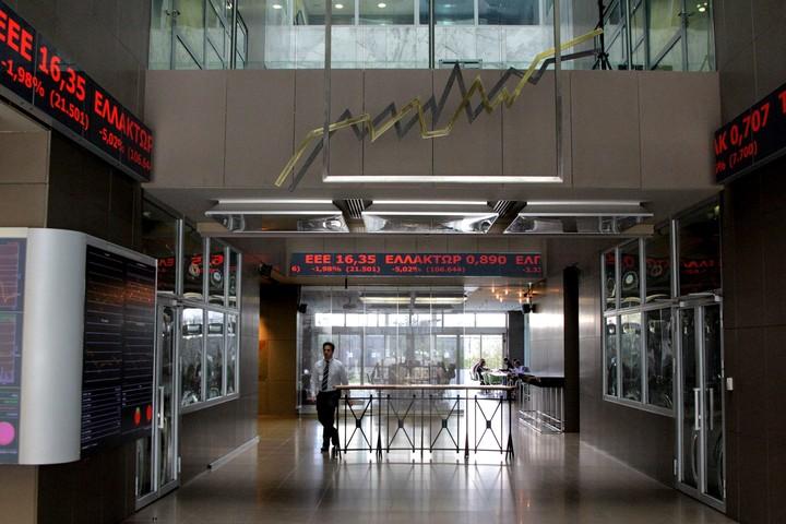 ΧΑ: Υποτονική συνεδρίαση με πιέσεις σε τράπεζες και blue chips