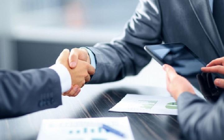 Το deal στο χώρο της τεχνολογίας- Ποιοι δίνουν τα χέρια