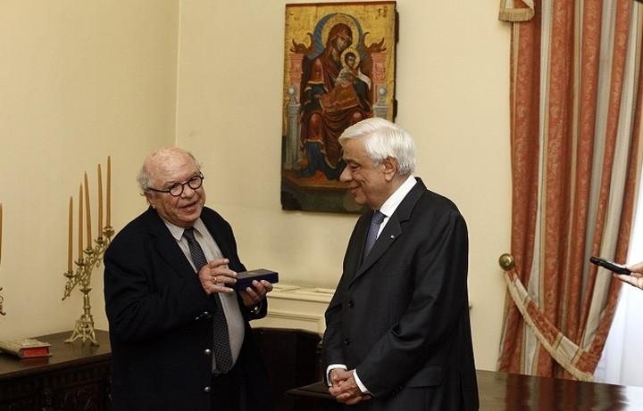 Ο Παυλόπουλος απένειμε στον Κυριακόπουλο τον Χρυσό Σταυρό του Τάγματος του Φοίνικος