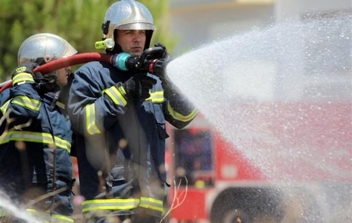Υπό έλεγχο η φωτιά σε βιοτεχνία στις Αχαρνές