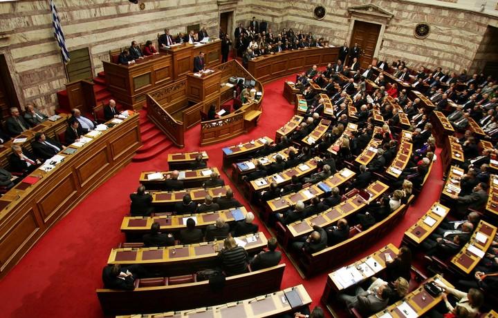 Βουλή: Κατατέθηκε το πολυνομοσχέδιο με τα προαπαιτούμενα της δόσης