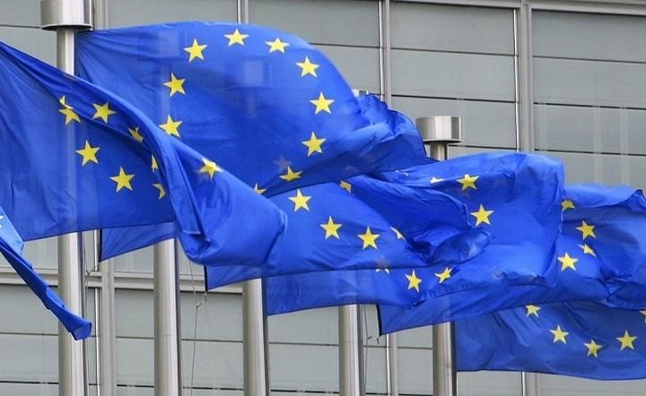 Eνιαίο κατώτατο μισθό σχεδιάζει η Ε.Ε.