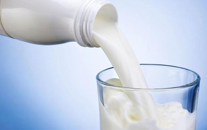 Ποια γαλακτοβιομηχανία εγκαταλείπει το… γάλα