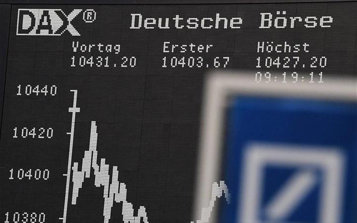 """""""Μαύρα σύννεφα"""" στην Ευρώπη με """"βουτιά"""" της Deutsche Bank"""