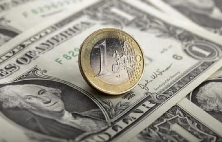 Πτωτική πορεία για το ευρώ έναντι του δολαρίου