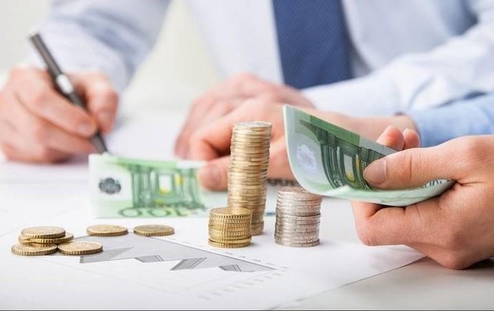 Γιατί θα πληρώνουμε φόρους 4,2 δισ. ευρώ ανά μήνα μέχρι το τέλος του έτους