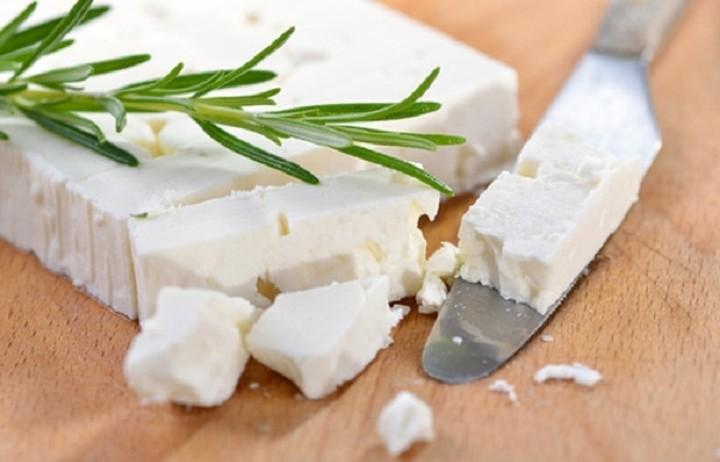 Η ελληνική φέτα που αναδείχθηκε ως το καλύτερο γαλακτοκομικό προϊόν στην Αγγλία