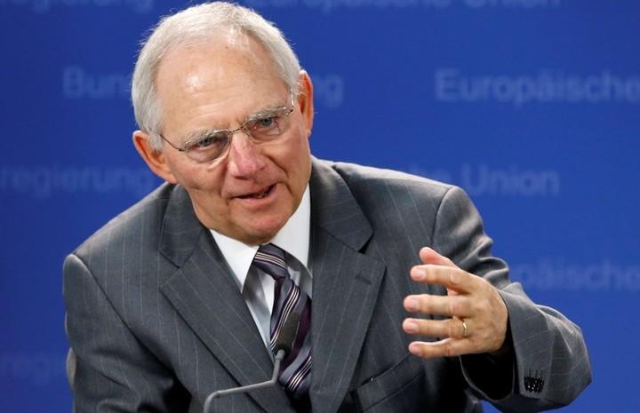 """""""Σφήνα"""" μπήκε ο Σόιμπλε στη συζήτηση Τσακαλώτου-Ρέγκλινκ για το χρέος"""