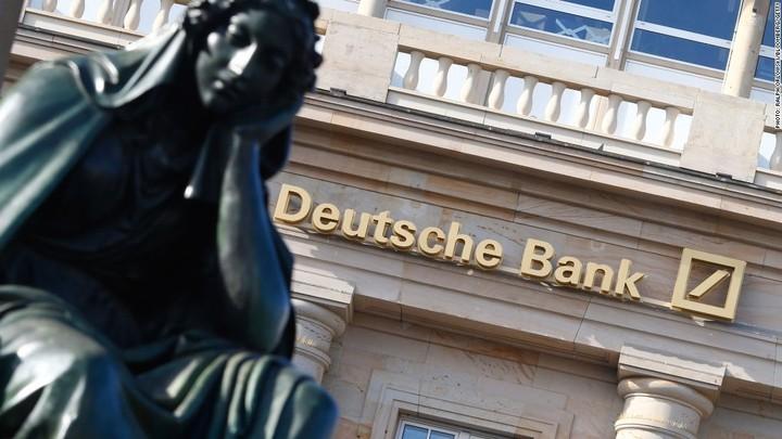 """Deutsche Bank: Νέα """"βουτιά της μετοχής, νέοι """"πονοκέφαλοι""""..."""