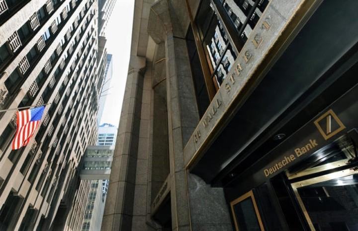"""Deutsche Bank: Σχέδιο """"διάσωσης"""" από τις εταιρείες;"""