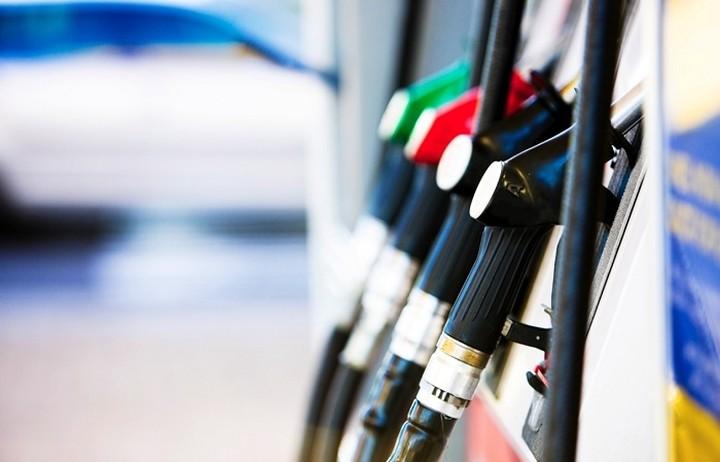 Σε ποιες χώρες πληρώνουν ακριβότερα τη βενζίνη