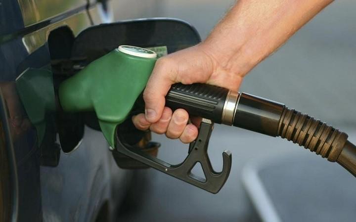 Οι προσφορές για φθηνότερη βενζίνη ανά τράπεζα