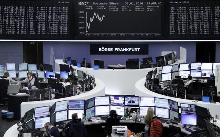 Πολλαπλές πιέσεις στις ευρωαγορές