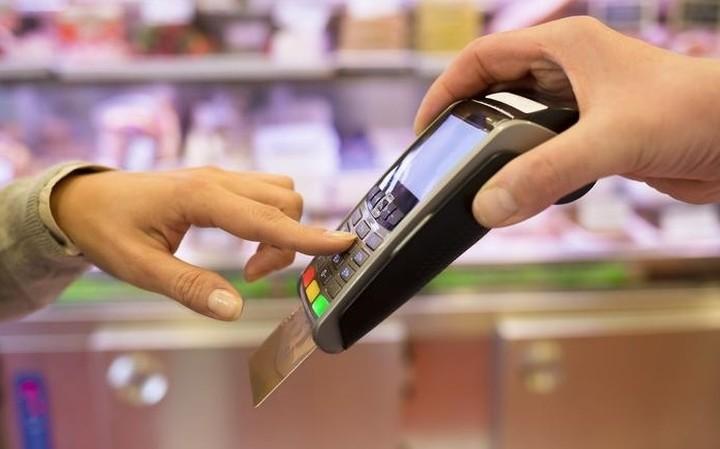 Ιδού σε ποιες επιχειρήσεις συμφέρει να πληρώνετε με κάρτα