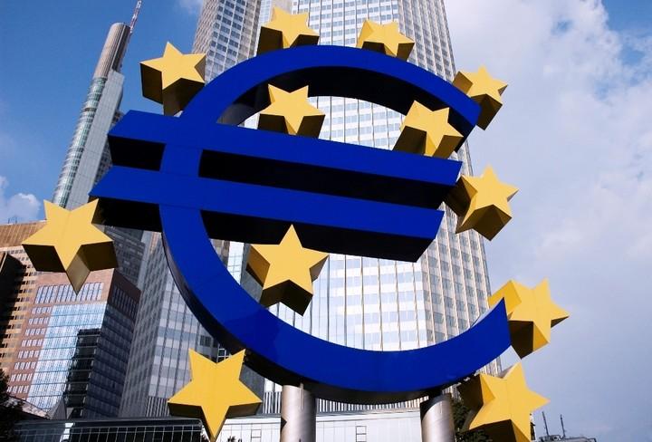 """Ξέμεινε με τα """"σκουπίδια"""" η ΕΚΤ"""