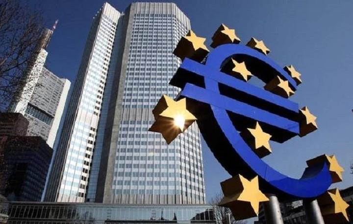 Στη χαλαρή νομισματική πολιτική επιμένη η ΕΚΤ