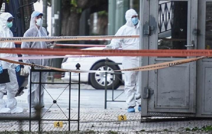 Καταδικάζει η κυβέρνηση και τα κόμματα την επίθεση στη γαλλική πρεσβεία