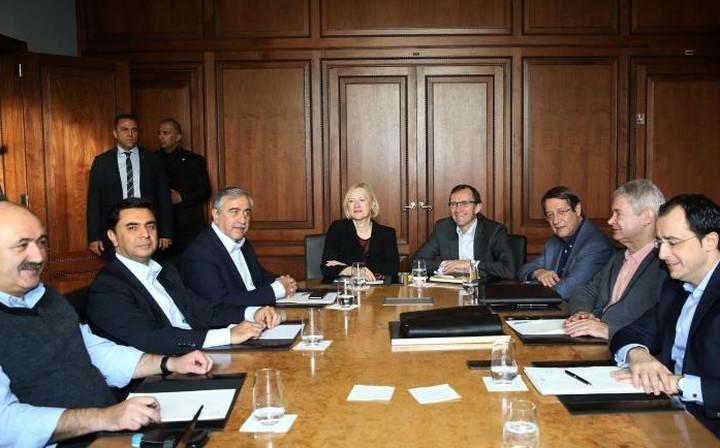 Συνεχίζονται οι διαπραγματεύσεις για το Κυπριακό