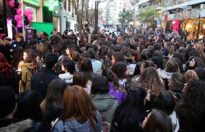 Black Friday: Ουρές από τα αξημέρωτα στα καταστήματα