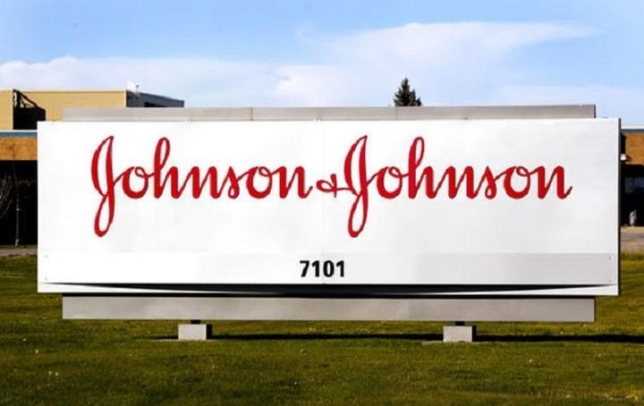 Στο εδώλιο 24 κατηγορούμενοι για το σκάνδαλο της Johnson & Johnson Ελλάδας