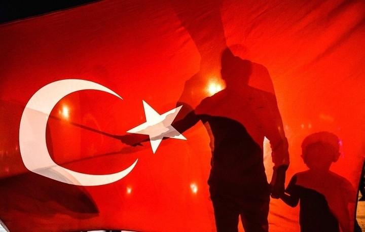 Την έκδοση και των οκτώ Τούρκων αξιωματικών ζητά η Άγκυρα