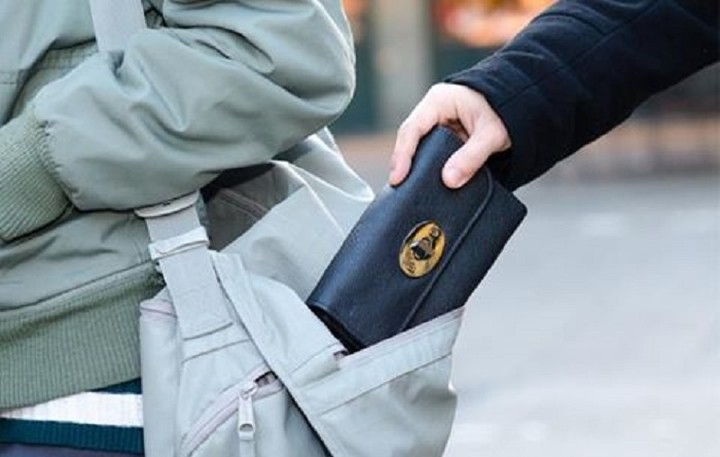 ΕΛ.ΑΣ: Προσοχή στα πορτοφόλια σας ειδικά σε χώρους με συνωστισμό