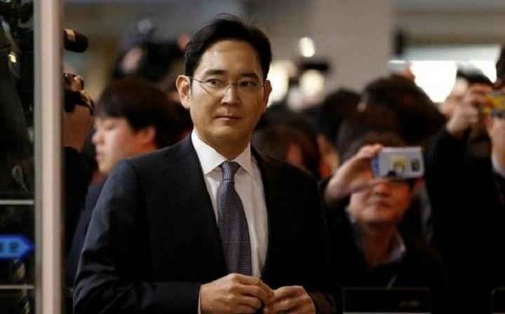 Ένταλμα σύλληψης για τον επικεφαλής της Samsung
