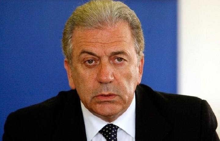 Αβραμόπουλος: Καθήκον μας να συμβάλλουμε στην βελτίωση της κατάστασης στα νησιά