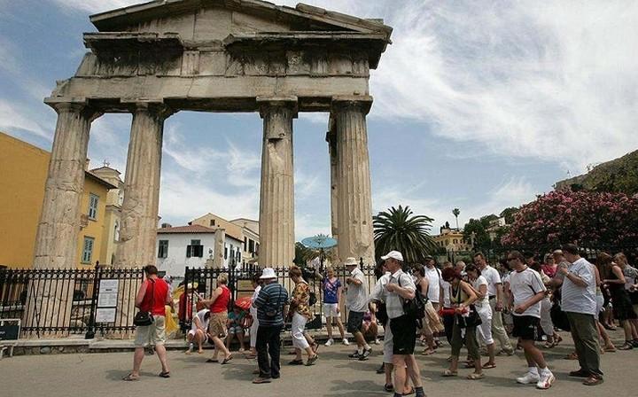 Ρεκόρ τουριστικών αφίξεων το 2016
