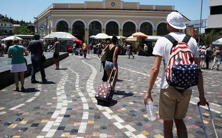 Λιγότερα λεφτά άφησαν οι τουρίστες το 2016