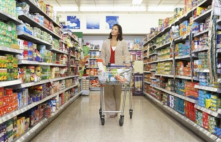 Φθηνότερo κατά 9,4% το βρεφικό γάλα από τότε που μπήκε στα σούπερ μάρκετ