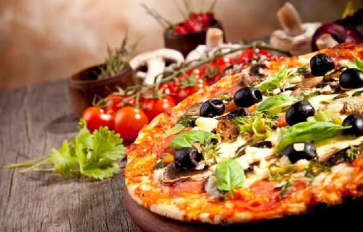 """Η μάχη στην πίτσα: Ποιοι παίκτες """"μάχονται"""" για την επικράτηση στην αγορά"""