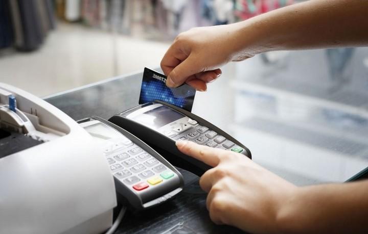 Ιδού πώς θα λειτουργεί η λοταρία της εφορίας για αγορές με πλαστικό χρήμα