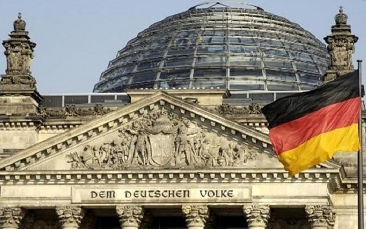 Γερμανικό ΥΠΟΙΚ: Η περαιτέρω βοήθεια για την Ελλάδα εξαρτάται από τη συμμετοχή του ΔNT
