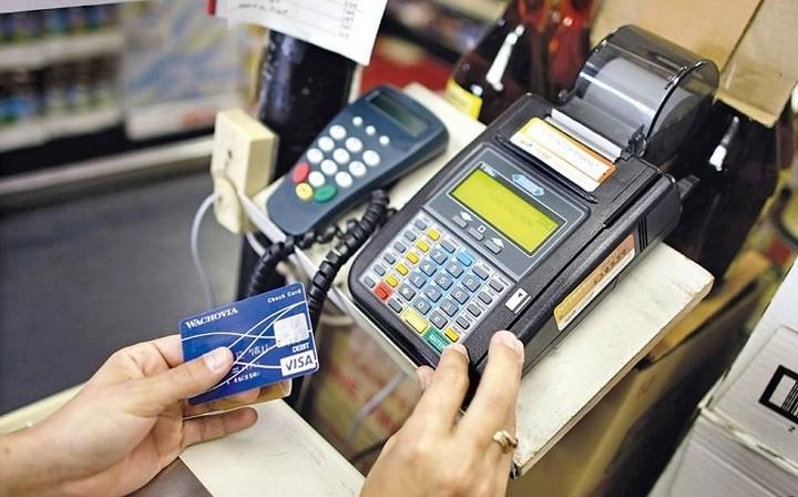 Τα capital controls αύξησαν τις πληρωμές μέσω POS