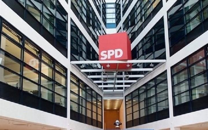SPD: Nα σταματήσει o Σόιμπλε να κατακρίνει την Ελλάδα